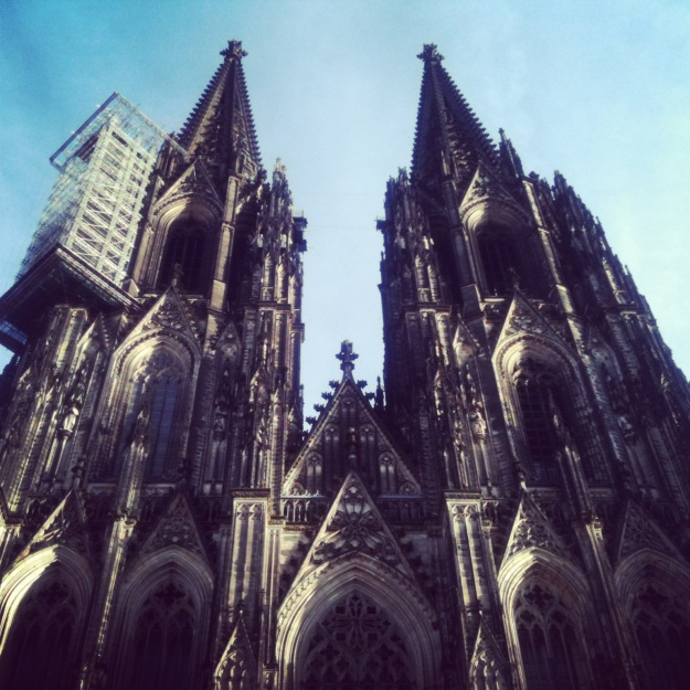 Looking up at Kölner Dom